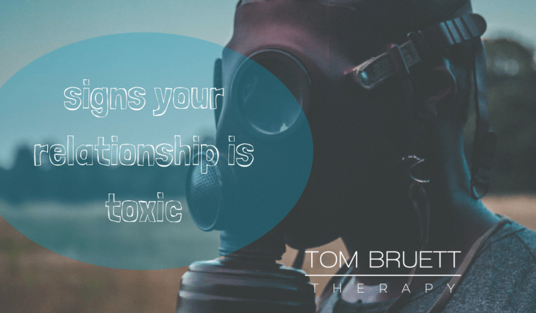 signs your relationship is toxic